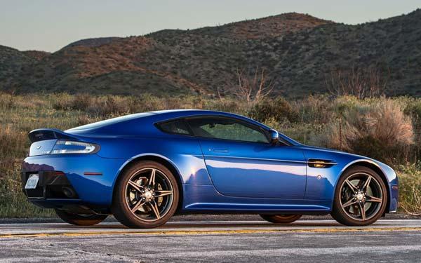 Aston Martin Vantage GTS