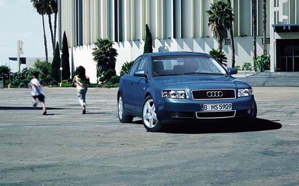 Фото Audi A4  (2000-2004)