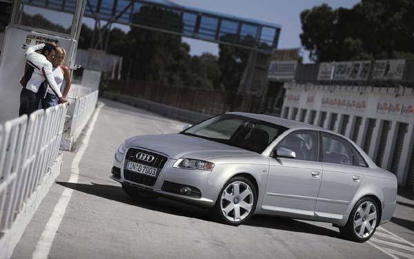 Фото Audi S4  (2005-2008)