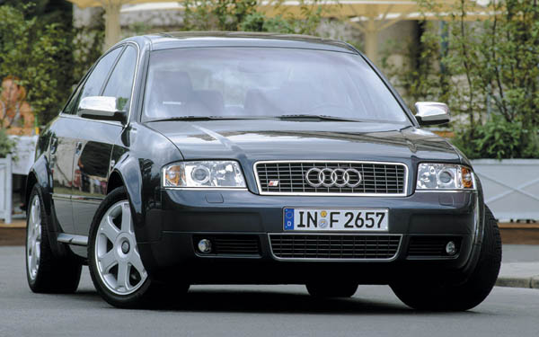 Фото Audi S6  (1999-2004)