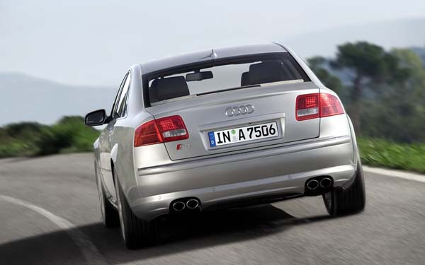 Фото Audi S8  (2006-2009)