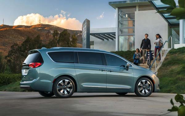 Chrysler Pacifica (2016...) Фото #12