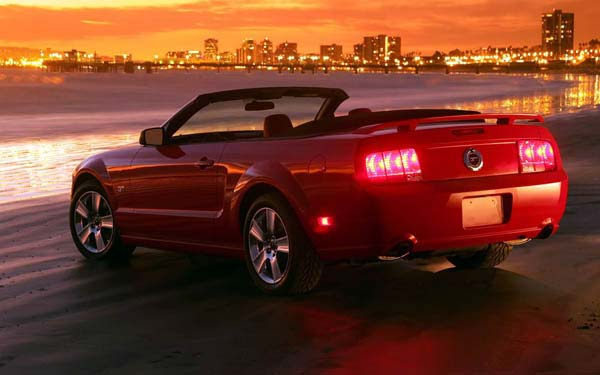 Фото Ford Mustang Convertible  (2004-2010)
