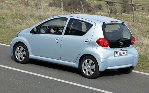 Фото Toyota Aygo  (2005-2008)