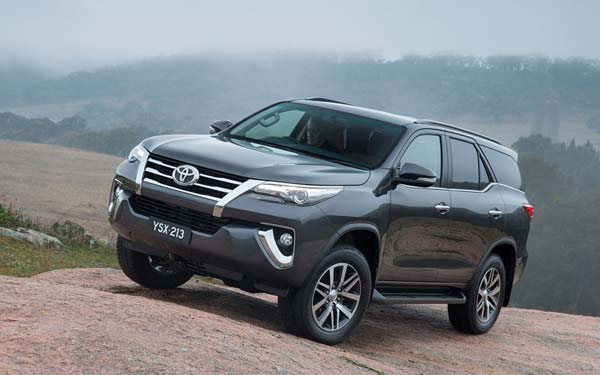Toyota Fortuner (2015-2020) Фото #1