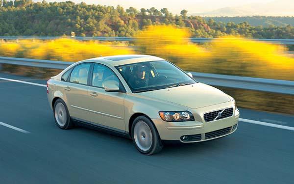 Фото Volvo S40  (2004-2007)