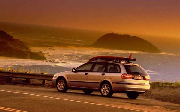 Фото Volvo V40  (2000-2001)