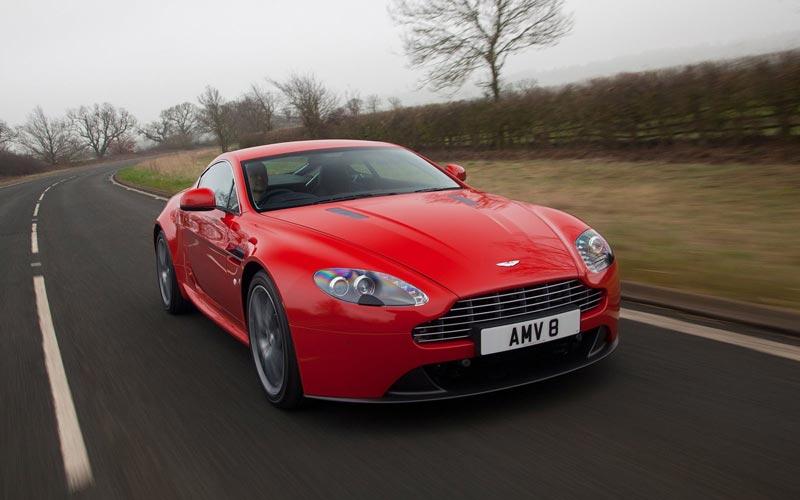 Фото Aston Martin V8 Vantage