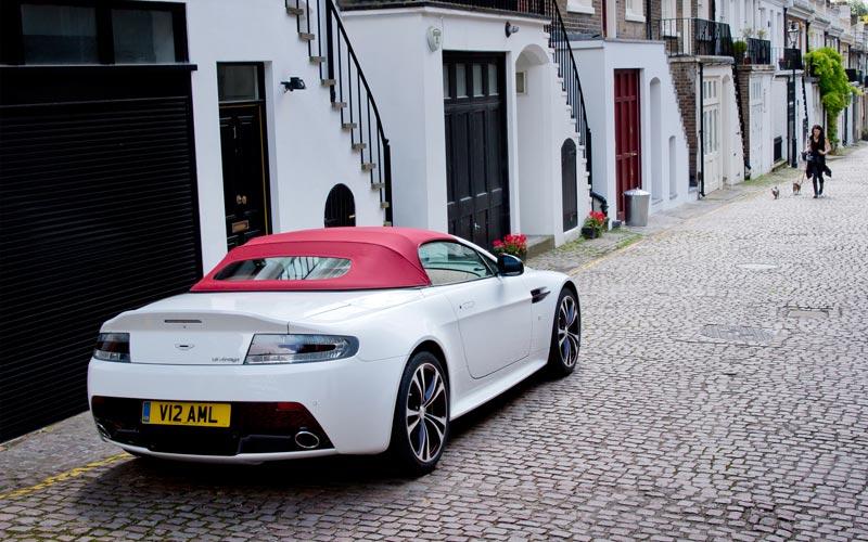 Фото Aston Martin V12 Vantage Roadster