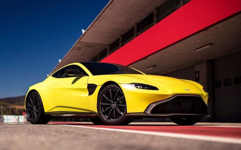 Фото Aston Martin V8 Vantage 2017