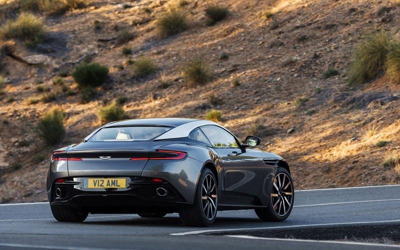 Фото Aston Martin DB11