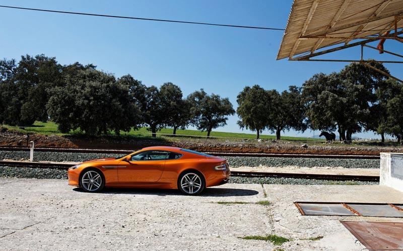 Фото Aston Martin Virage