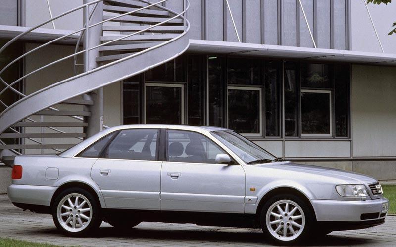 Фото Audi S6  (1994-1997)