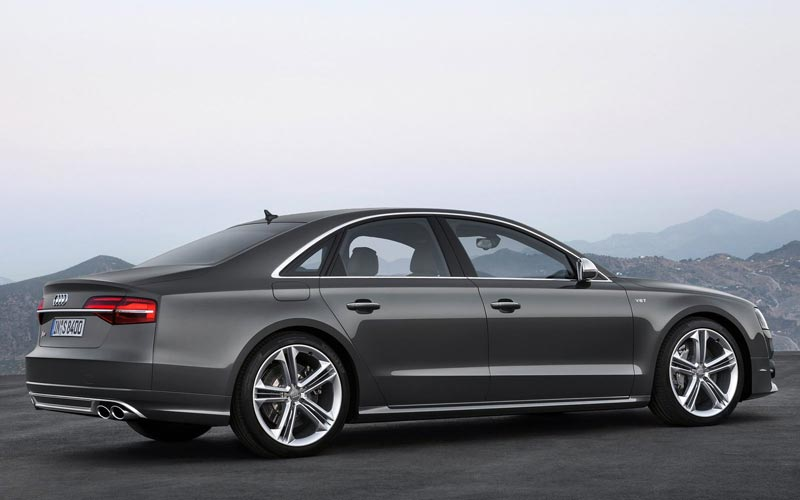 Фото Audi S8