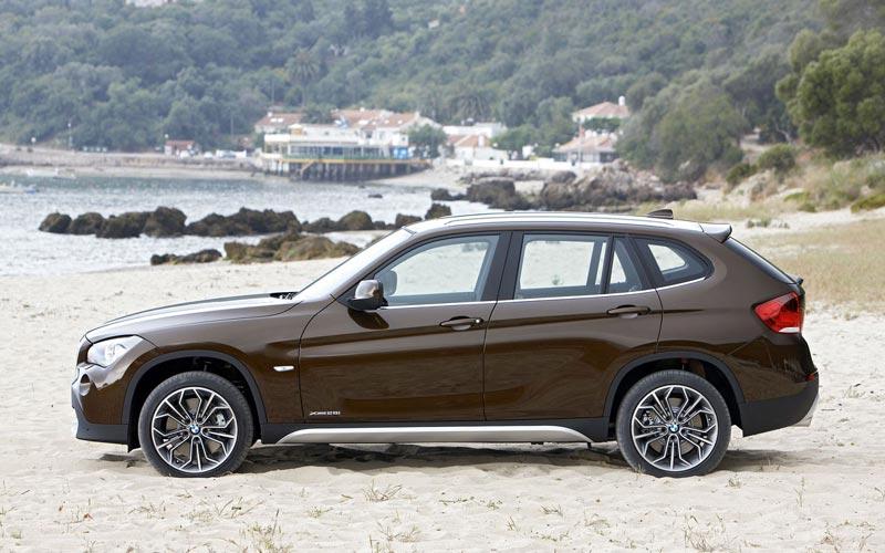 Фото BMW X1  (2009-2012)