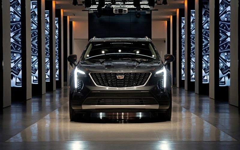Фото Cadillac XT4