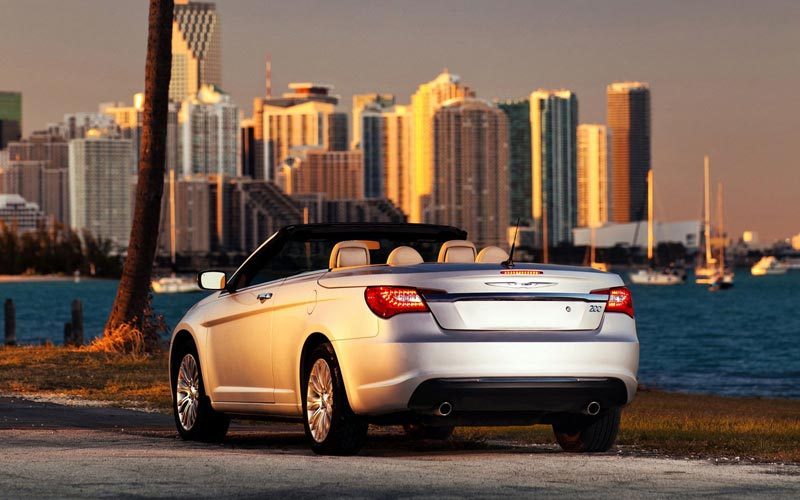 Фото Chrysler 200 Convertible