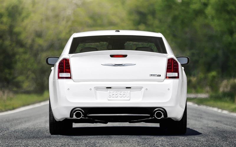 Фото Chrysler 300 SRT-8