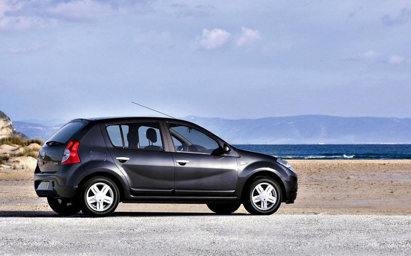 Фото Dacia Sandero  (2008-2012)