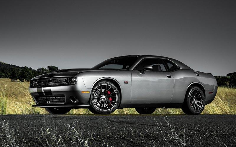 Фото Dodge Challenger SRT