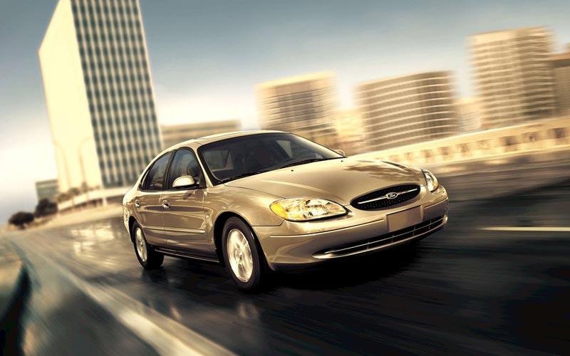 Фото Ford Taurus  (2004-2006)