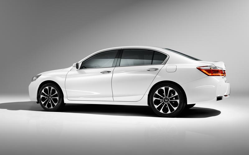 Фото Honda Accord  (2015-2017)