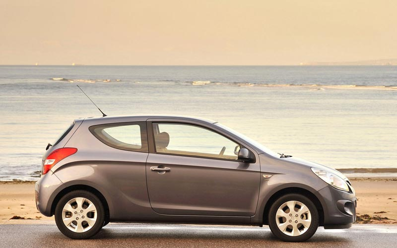 Фото Hyundai i20 3-Door  (2009-2012)