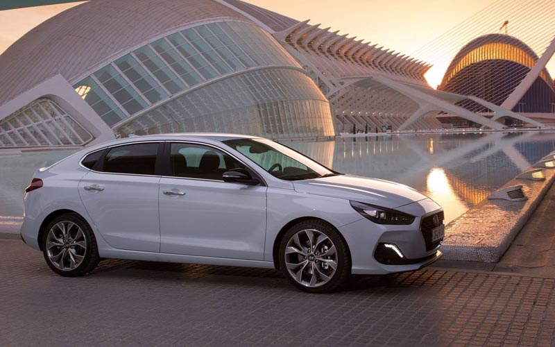 Фото Hyundai i30 Fastback