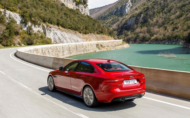 Фото Jaguar XE-S