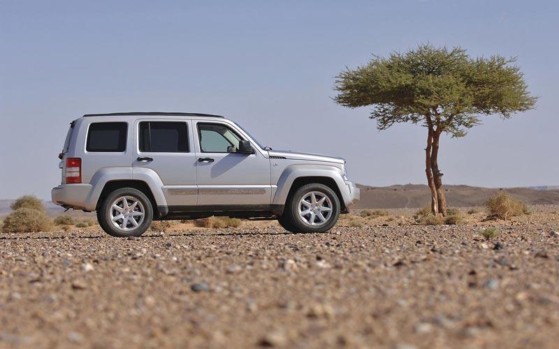 Фото Jeep Cherokee  (2008-2013)