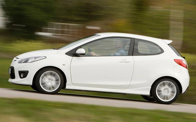 Фото Mazda 2 3-door  (2008-2010)