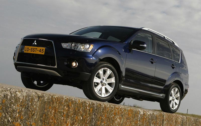 Фото Mitsubishi Outlander  (2010-2012)
