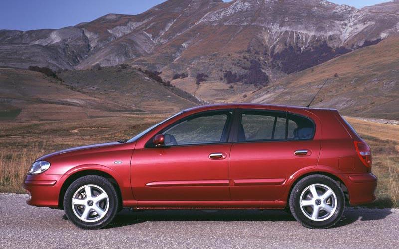 Фото Nissan Almera  (2000-2002)