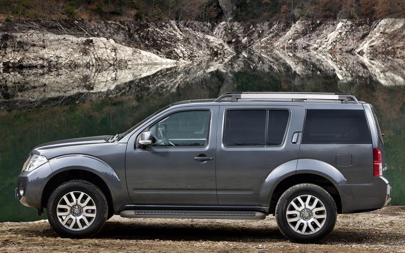 Фото Nissan Pathfinder  (2010-2014)