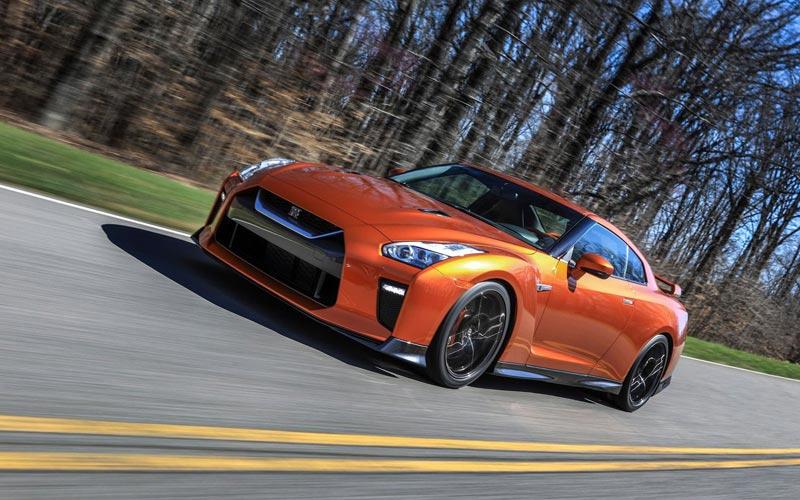 Фото Nissan GT-R