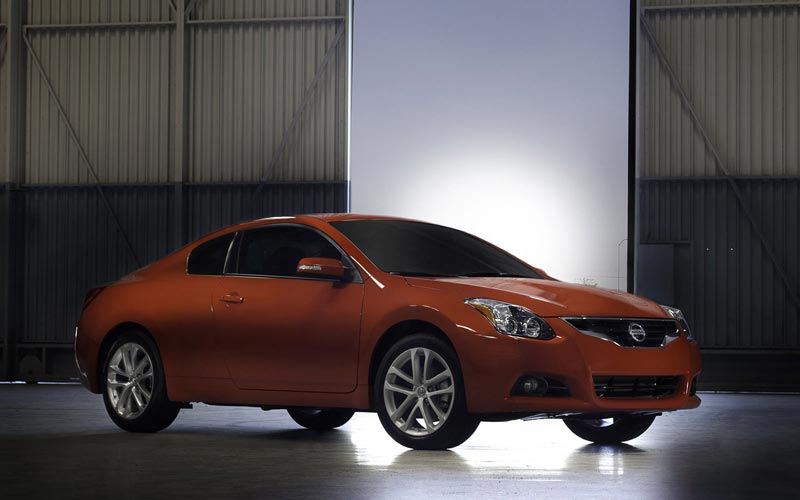 Фото Nissan Altima Coupe
