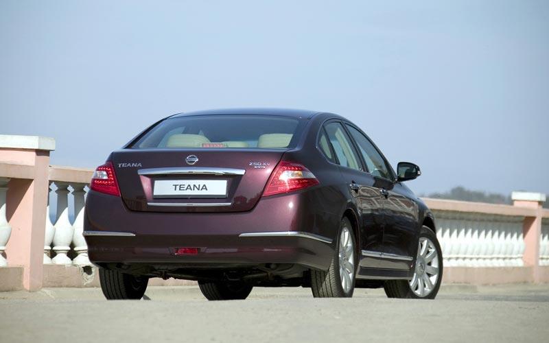 Фото Nissan Teana  (2008-2013)