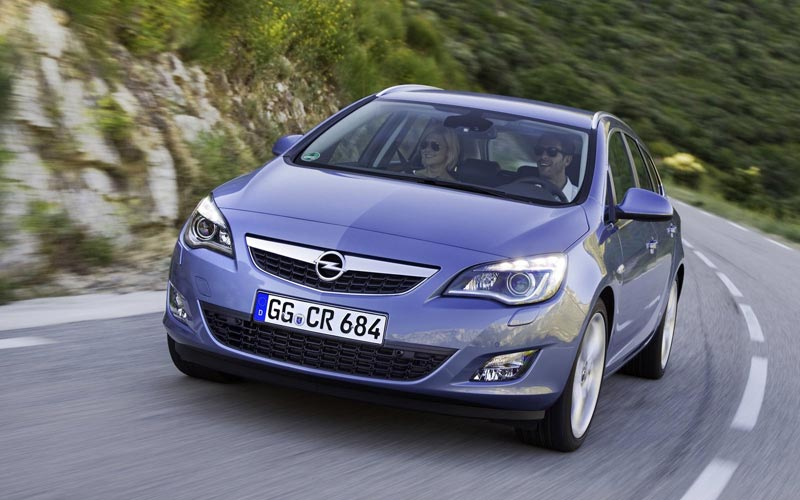 Фото Opel Astra Sports Tourer  (2010-2015)