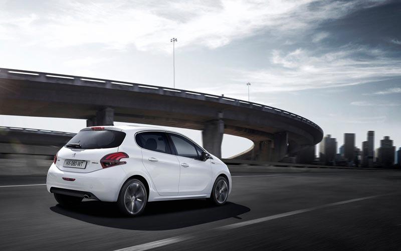 Фото Peugeot 208