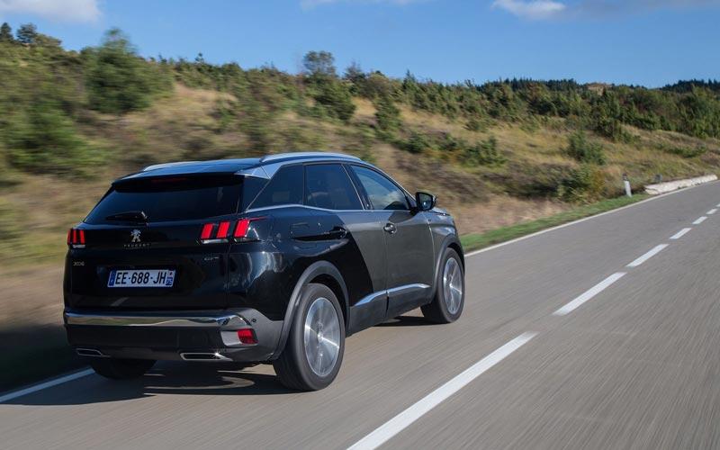 Фото Peugeot 3008 GT