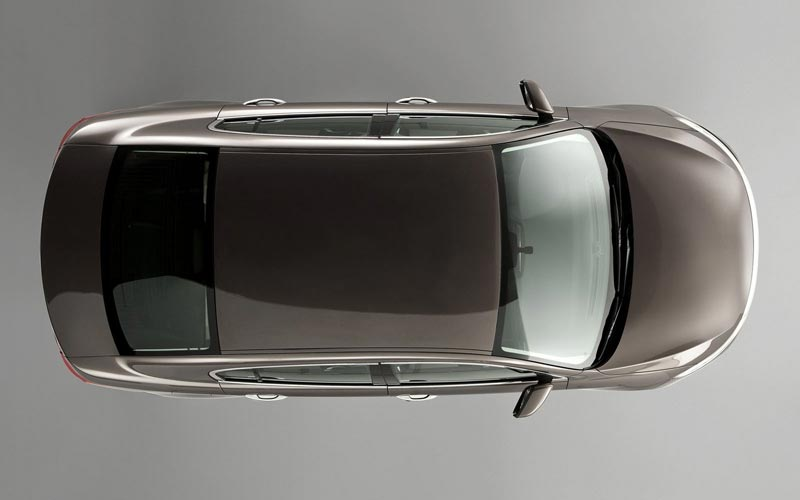 Фото Qoros 3 Sedan