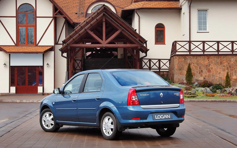 Фото Renault Logan  (2010-2015)
