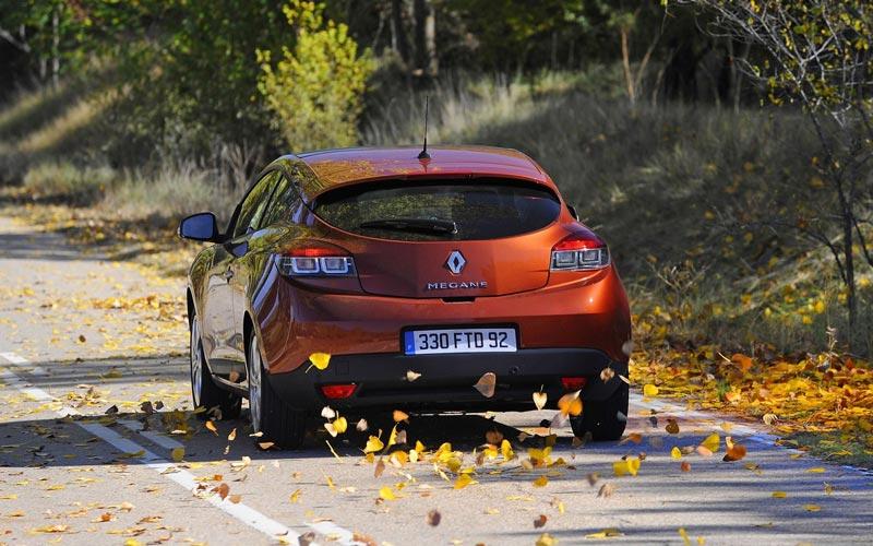 Фото Renault Megane Coupe  (2009-2013)