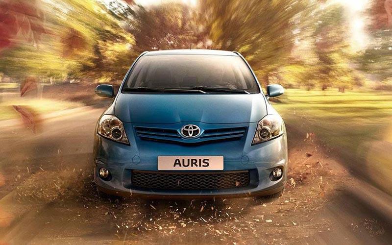 Фото Toyota Auris  (2010-2012)