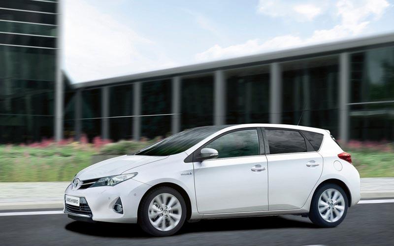 Фото Toyota Auris  (2012-2015)