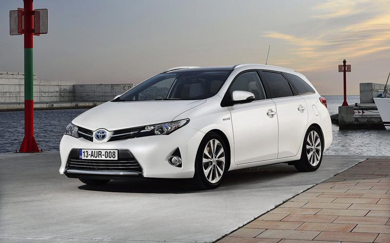 Фото Toyota Auris Touring Sports  (2013-2015)