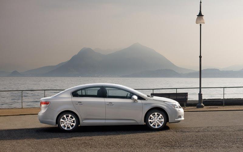 Фото Toyota Avensis  (2009-2011)