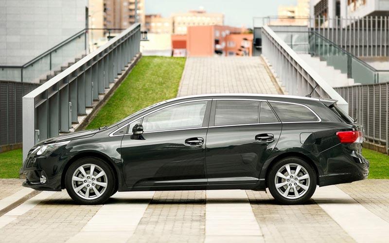 Фото Toyota Avensis Wagon  (2012-2015)