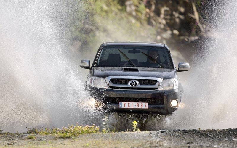 Фото Toyota Hilux  (2008-2011)