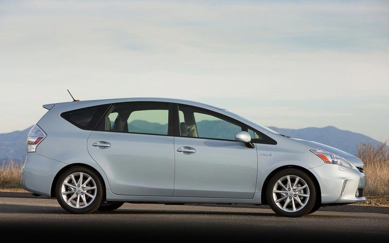 Фото Toyota Prius V